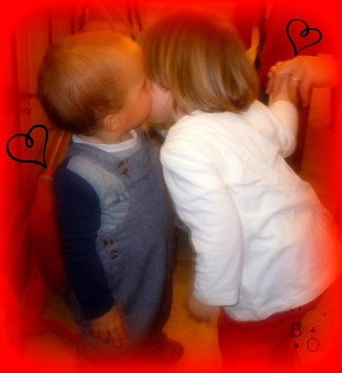 bacio tra bimbi