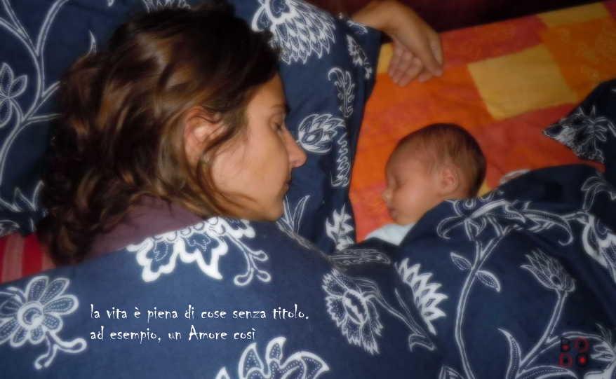 mamma e bimbo dormono insieme
