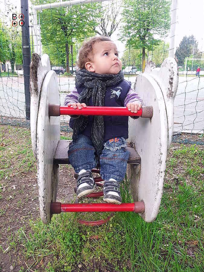 bimbo al parcogiochi