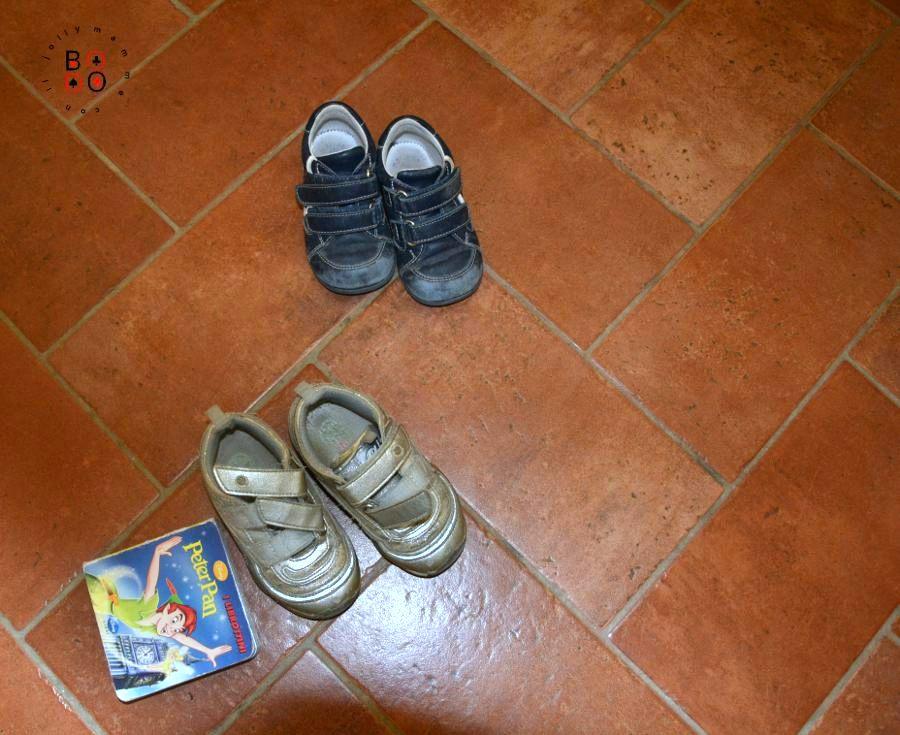 scarpe e libro