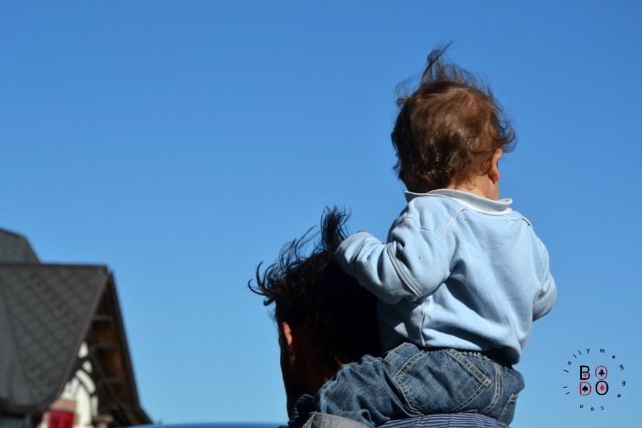 sulle spalle di papà