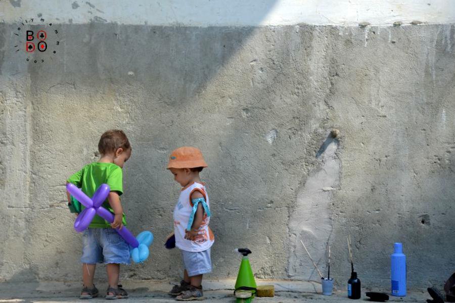 bimbi che giocano